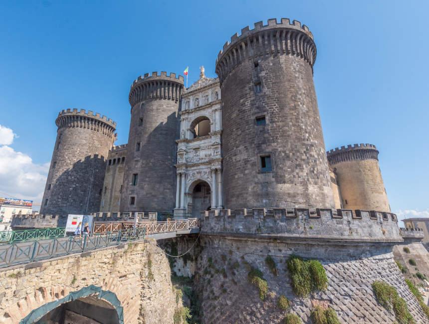 Castel Nuovo Sehenswürdigkeiten Neapel