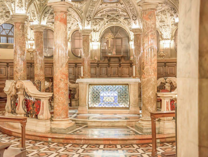 Der Coro Jemale, ein Teil der Krypta im Inneren des Mailänder Doms.